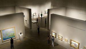 MILAN HOUSER: Sochař závěsných obrazů